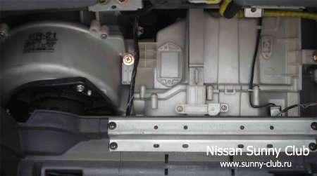 Замена салонного фильтра Nissan Sunny B14