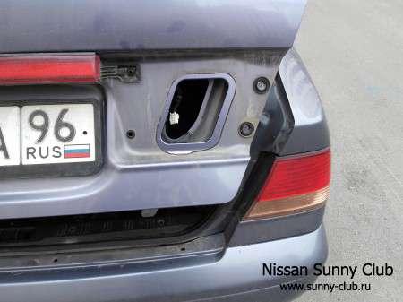 Замена патрона габарита на крышке багажника